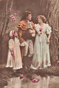 Vintage Fashion Clothing, Family, Parents, Girl, Roses, Postcard