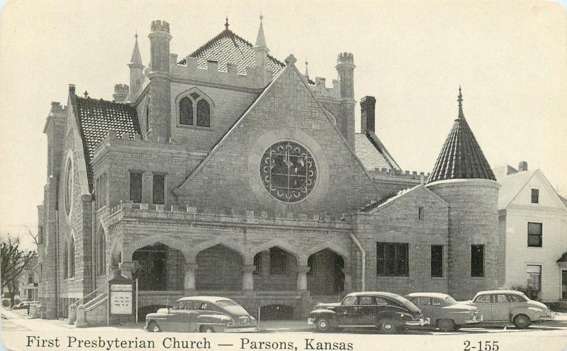Parsons Kansas~First Presbyterian Church~Turrets~NICE 1940s Cars~B&W Postcard