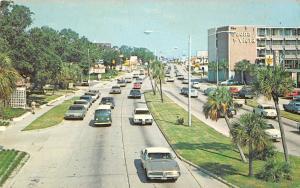 Biloxi Mississippi street scene Central Beach vintage pc Z16158