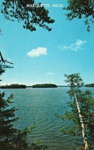 Marquette, Michigan, MI, Pine Fringed Blue Lake, Chrome Vintage Postcard h3588