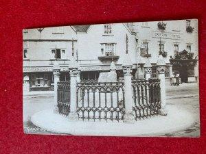 POSTED 1915 POSTCARD -  CORONATION STONE KINGSTON-ON-THAMES  SURREY UK (KK93)