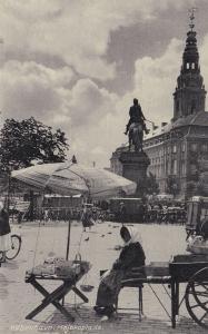 Kobenhavn Hojbroplads Denmark Lady Market Traders Postcard