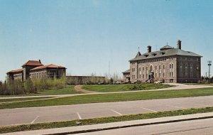 HAUTERIVE, Quebec, Canada, PU-1987; La Clinique Domremy Cote Nord Et Le CEGEP...