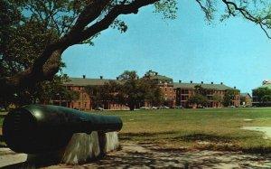 Fort Monroe, Old Point Comfort, VA, Lincoln Gun, Chrome Vintage Postcard h4094