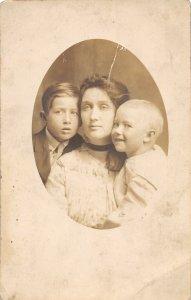 F79/ Lidgerwood North Dakota RPPC Postcard Family Photo Mother Kids