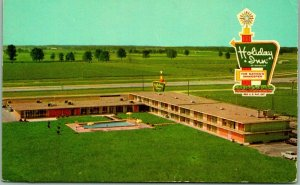 Effingham, Illinois Postcard HOLIDAY INN MOTEL Highway 40 / 70 Roadside c1960s
