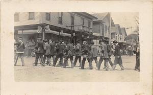 F21/ Interesting Photo RPPC Postcard G.A.R. Parade? Men Wreaths 4