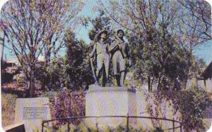 Missouri Hannibal The Tom And Huck Statue At The Foot Of Cardiff Hill