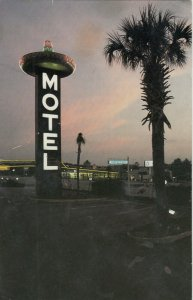 SOUTH OF THE BORDER , South Carolina , 1987 ; Dusk