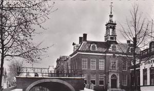 RP; General View, Dam Met Stadhuis, Edam, North Holland, Netherlands, 10-20s