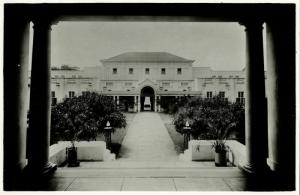 rhodesia, VICTORIA FALLS, Hotel, View of the Courtyard (1940s) RPPC