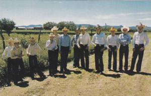 Jovenes menonitas en su dia de asueto (Domingo), Cd. Cuauhtemoc , Chih. Mexic...