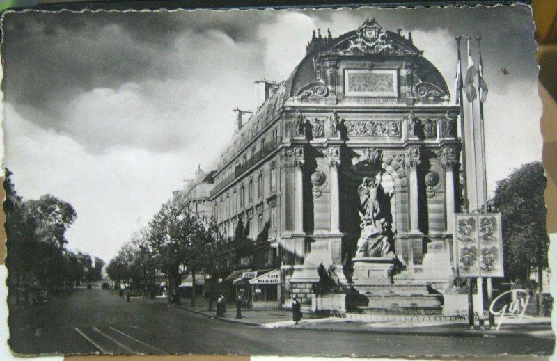 France Paris La Fontaine St Michel - unposted