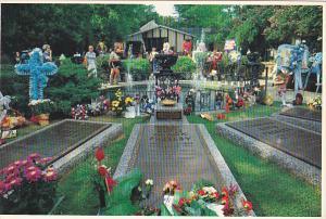 Meditation Garden Grave Of Elvis His Mother Father and Grandmother Graceland ...