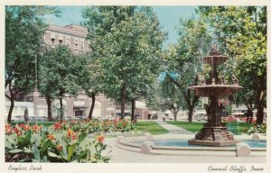 COUNCIL BLUFFS , Iowa , 1940-60s; Bayliss Park, Fountain