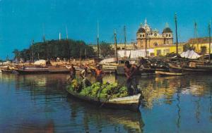 Boat full of bananas , Bahia de Las Animas, al fondo San Pedro Claver,Cartage...