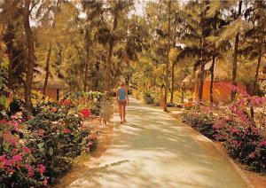 Senegal Club Aldiana Weg durchs Rundalowdorf Promenade