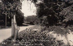 RP: BUFFALO , Michigan , 1937 ; Road at Lake Michigan