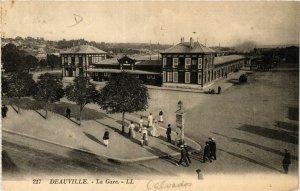 CPA DEAUVILLE - La Gare (383475)