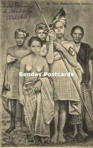 indonesia, CELEBES MAKASSAR SULAWESI, Native Family with Nude Girl (1910s)
