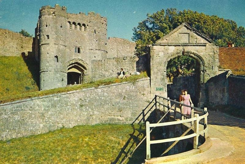 (g04) Wight Carisbrooke Castle The Gateway Dixon PC