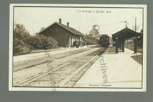 Kilbourn WISCONSIN DELLS RPPC c1910 TRAIN DEPOT Railroad Station nr Portage