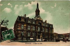CPA ROANNE L'Hotel de Ville (338746)