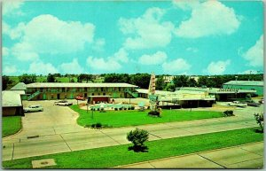 Muskogee, Oklahoma Postcard HOLIDAY MOTEL AND RESTAURANT Highway 69 Roadside