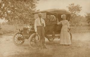 OLD CAR w/ FAMILY COUPLE ANTIQUE REAL PHOTO POSTCARD RPPC