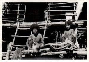 Papua New Guinea, Real Photo Native Papuas, Repairing Nets (1930s) RP (17)