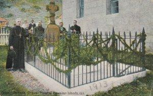 MOLOKAI , Hawaii , 1900-10s ; Father Damiens Grave
