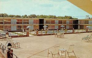 Tupelo Mississippi Holiday Inn Swimming Pool Vintage Postcard J927784