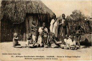 CPA AK Fortier 13 Dakar Enfants apprenant lire Coran SENEGAL (812242)
