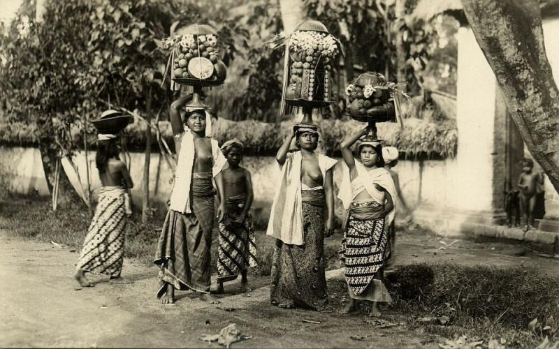 indonesia, BALI, Native Topless Balinese Girls Offerings (1910s) RPPC Postcard