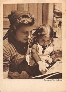 Guck mal, Tante Gisela, Mother Teaching Child, Reading Book
