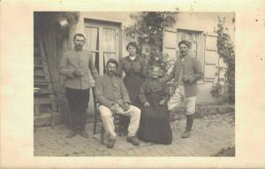 Military - WW1 Army group RPPC Family 1915 02.75