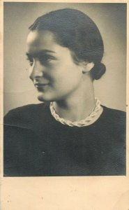 Social history early photo young woman portrait hairstyle coiffure