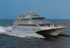 Port Douglas, Australia, 50-70s ; Quicksilver´s Wavepiercers Cruise Boat