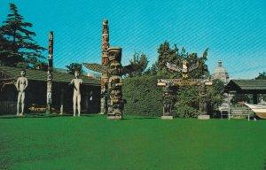 Totem poles , VICTORIA , B.C, Canada , 1950-60s ; Thunderbird Park