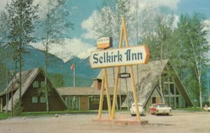 GOLDEN , B.C. , Canada , 50-60s ; Selkirk Inn