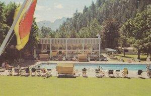 HARRISON HOT SPRINGS , B.C. , Canada, 1950-60s ; Hotel & Swimming Pool
