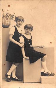 Vintage Girls, Sister, Fillettes, Postcard