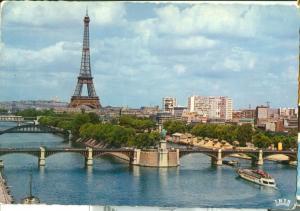 France, Paris, La Tour Eiffel et vue sur la Seine, 1960s