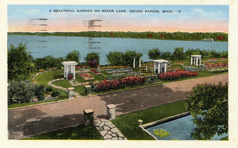 MI - Grand Rapids. Garden on Reeds Lake
