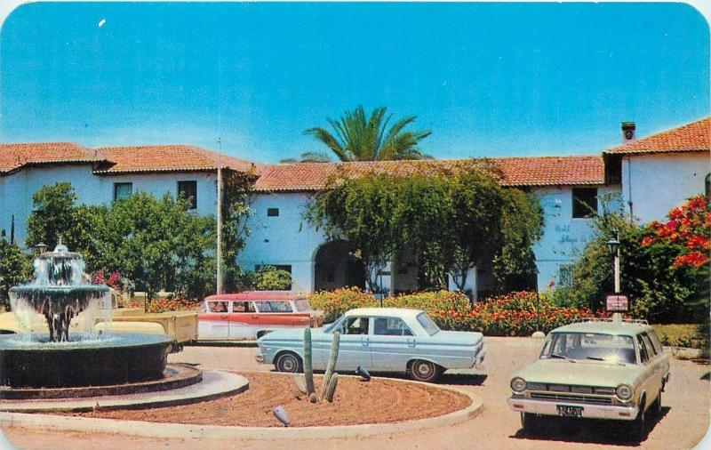 Mexico front of Playa de Cortes Hotel Guaymas oldtimer automobiles in front