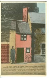 UK, The Smallest House in Great Britain early 1900s Postcard