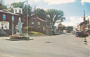 BEDFORD, Quebec, Canada; Rue Principale - vue de l'Est, War Memorial, PU-1970