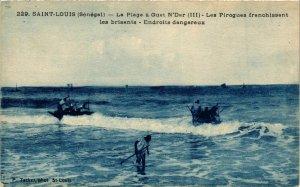 CPA AK SÉNÉGAL-229. St Louis-Les Pirogues franchaissant les brisants (331196)