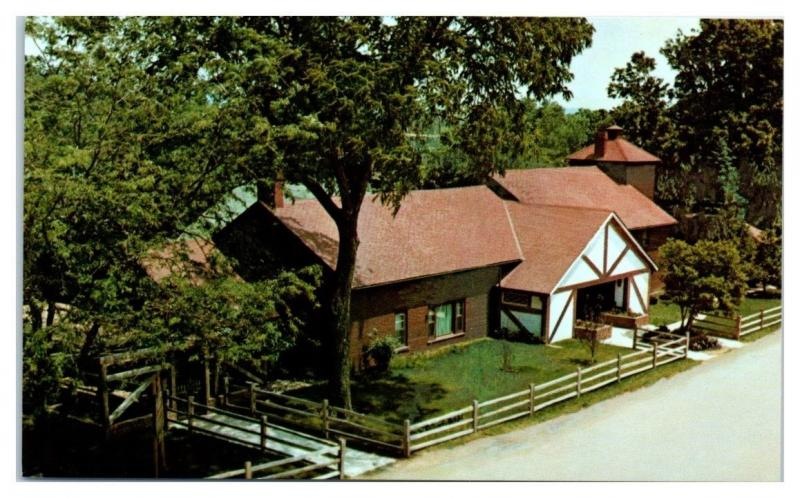 Kraus Old Style Colony Winery, Amana Colonies, Middle Amana, IA Postcard
