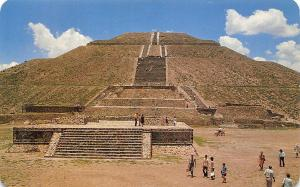 Mexico The imposing ancient Pyramid of the Stun Teotihuacan Piramide del Sol